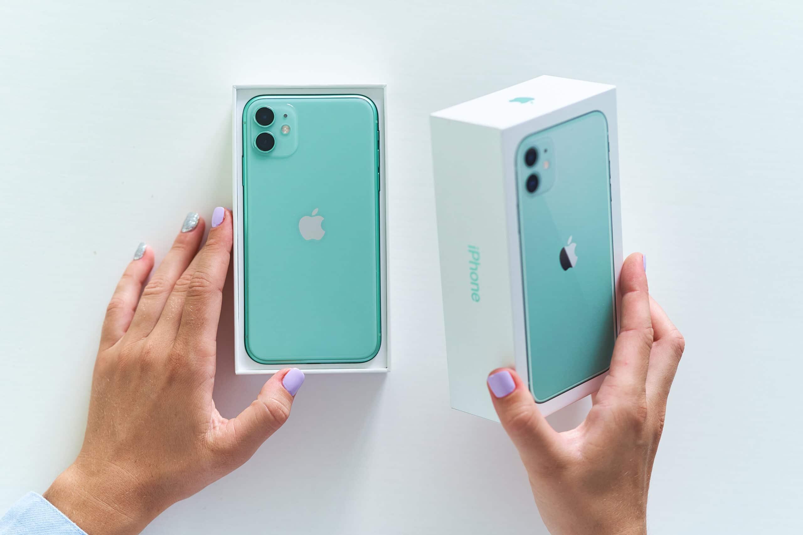 Abrindo a caixa do iPhone 11
