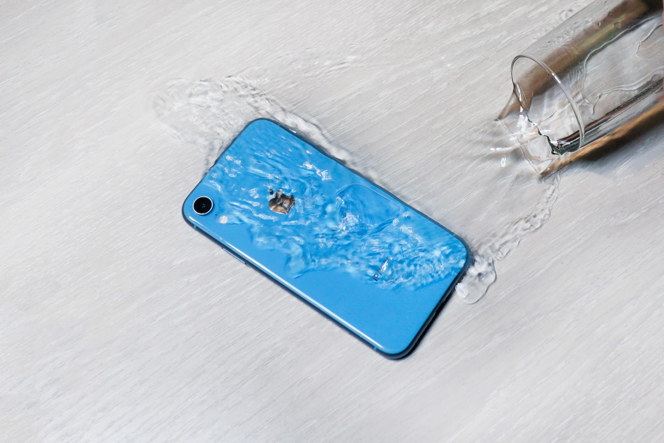iPhone XR molhado