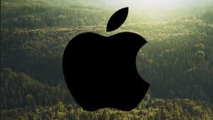 Logo da Apple sobre uma floresta