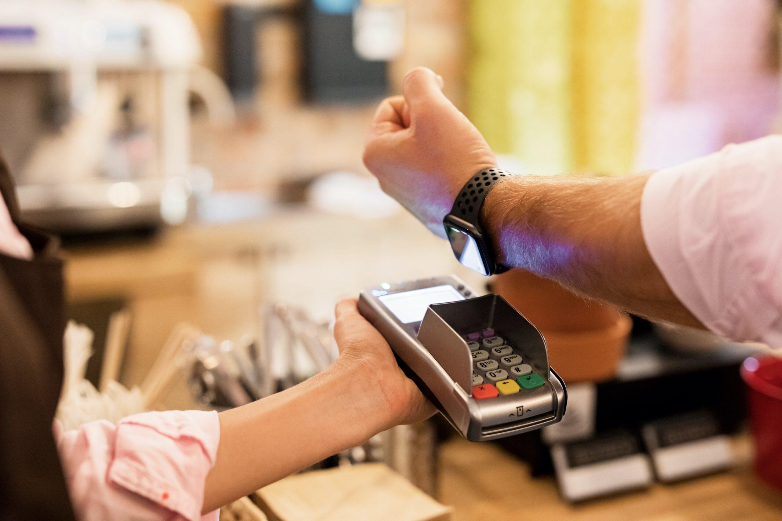 Pagando com o Apple Pay usando o Apple Watch