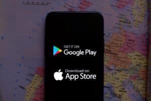 Smartphone com Google Play e App Store