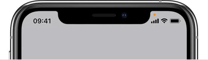 Bolinha laranja de privacidade no iPhone rodando o iOS 14