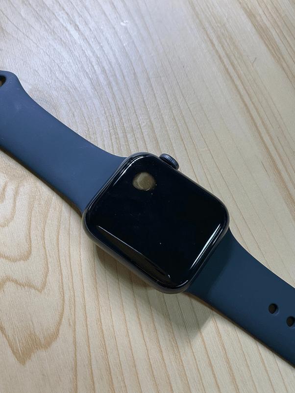 Casos de superaquecimento do Apple Watch SE