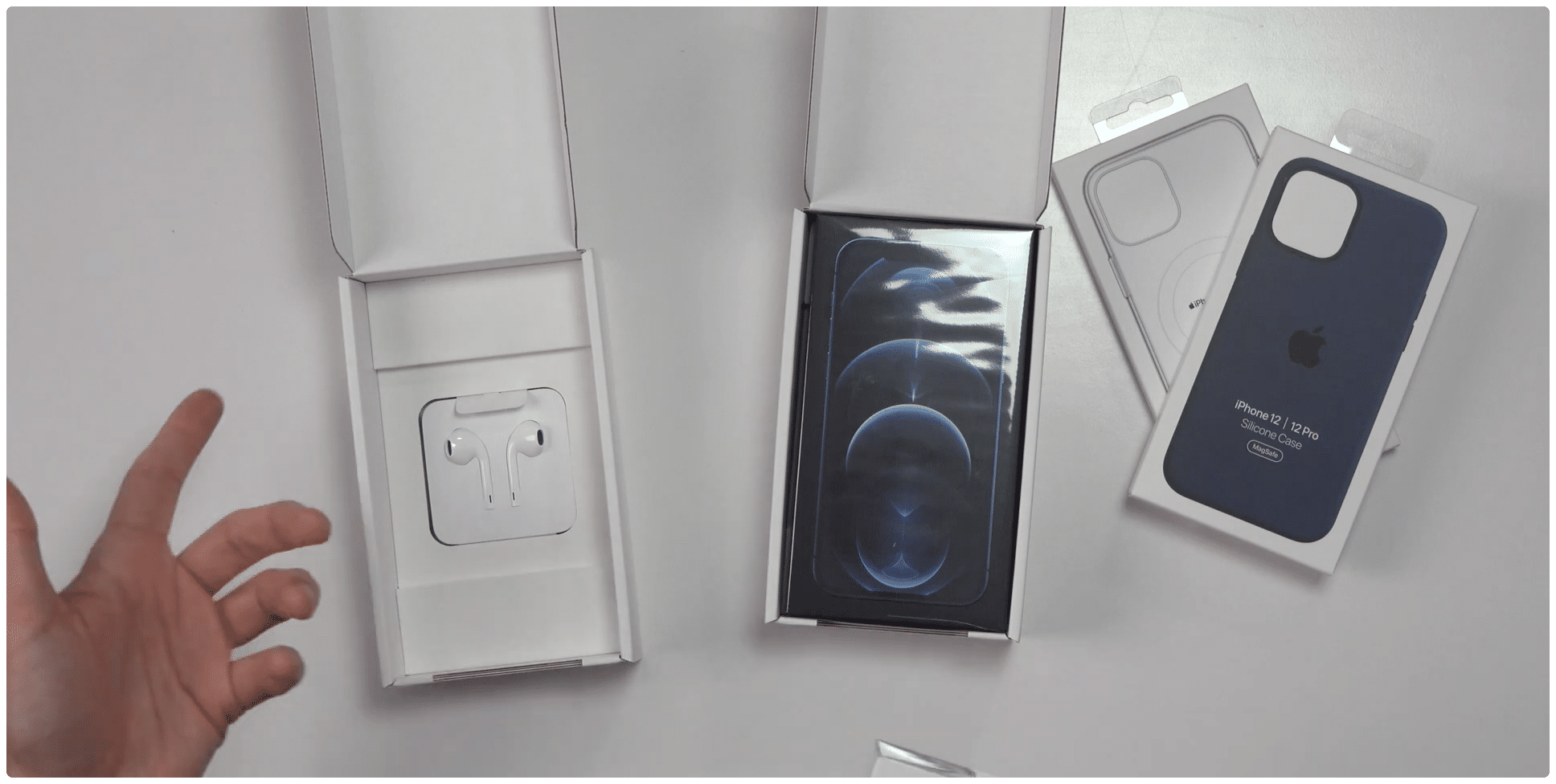 iPhones vendidos na França com duas caixas — uma para os EarPods