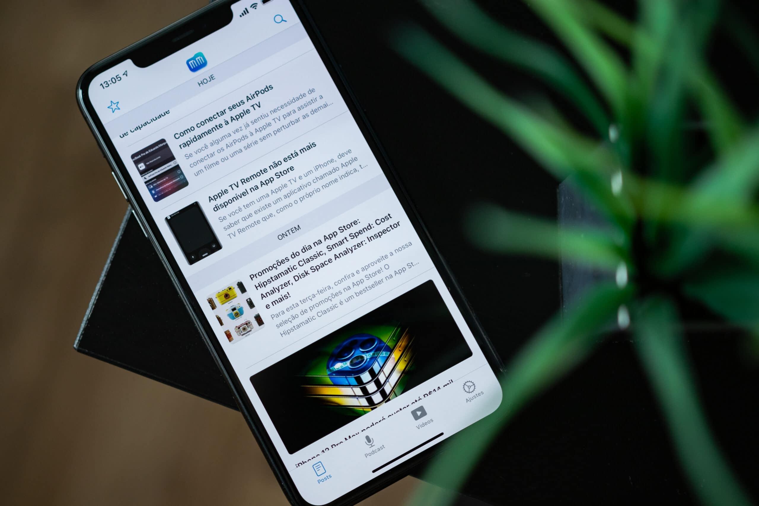 iPhone 11 Pro Max rodando o app MacMagazine 4.2