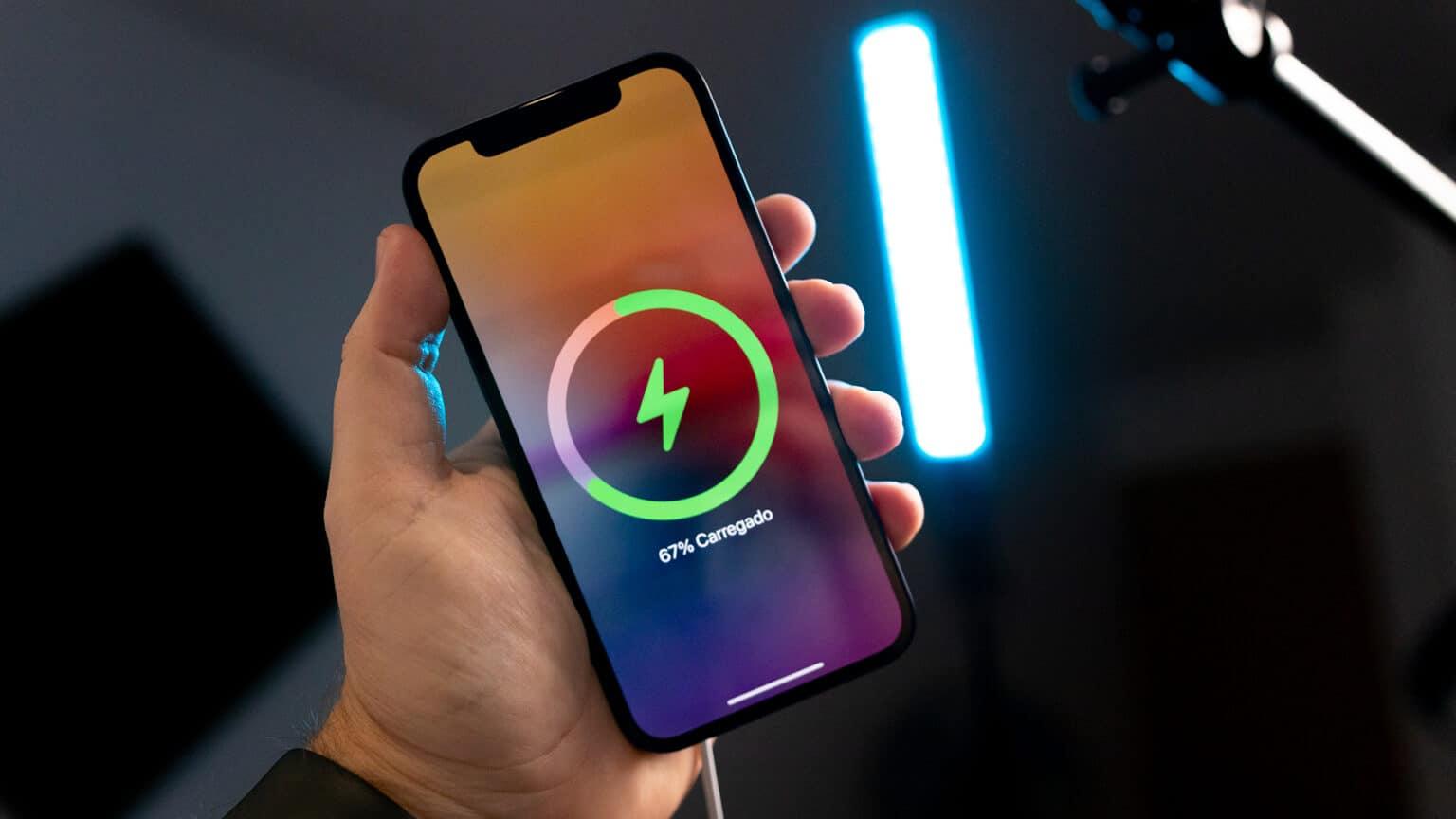 iPhone 12 com animação do MagSafe