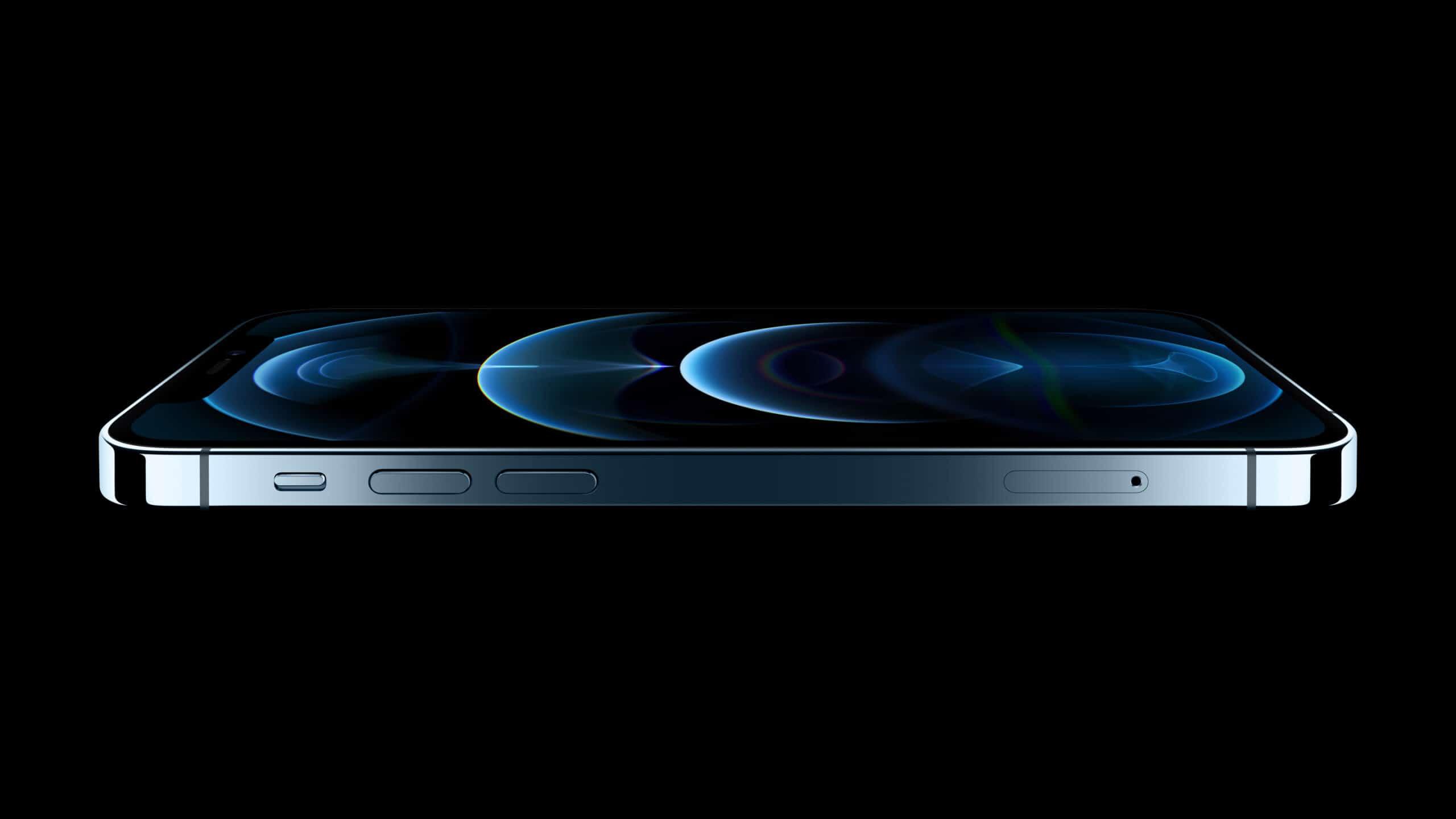 iPhone 12 Pro deitado na cor azul pacífico