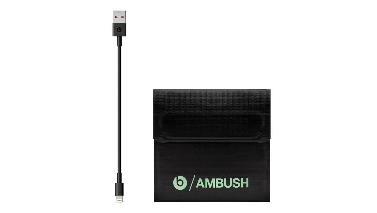 Edição especial AMBUSH dos fones Powerbeats