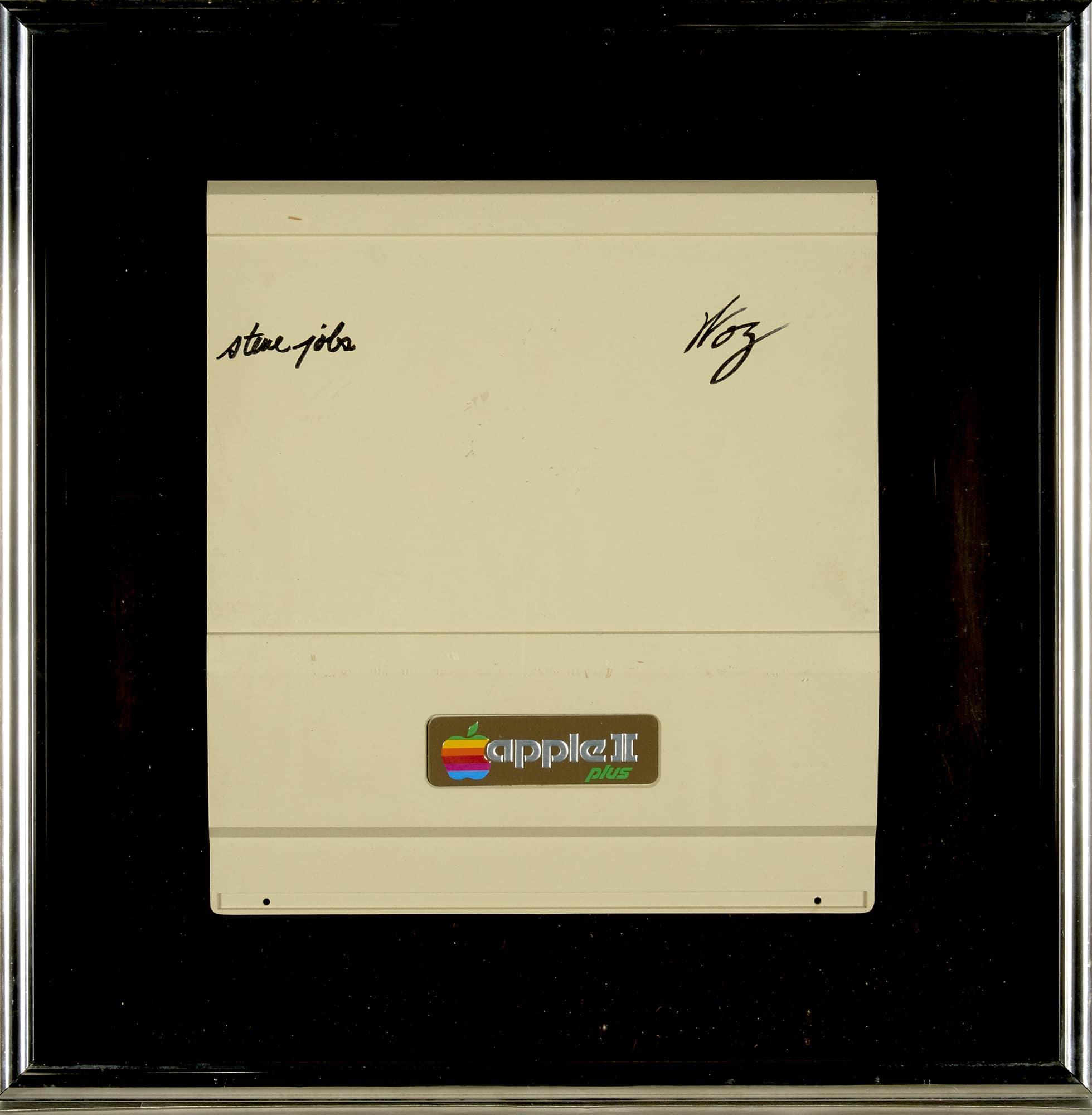 Tampa assinada do Apple II Plus