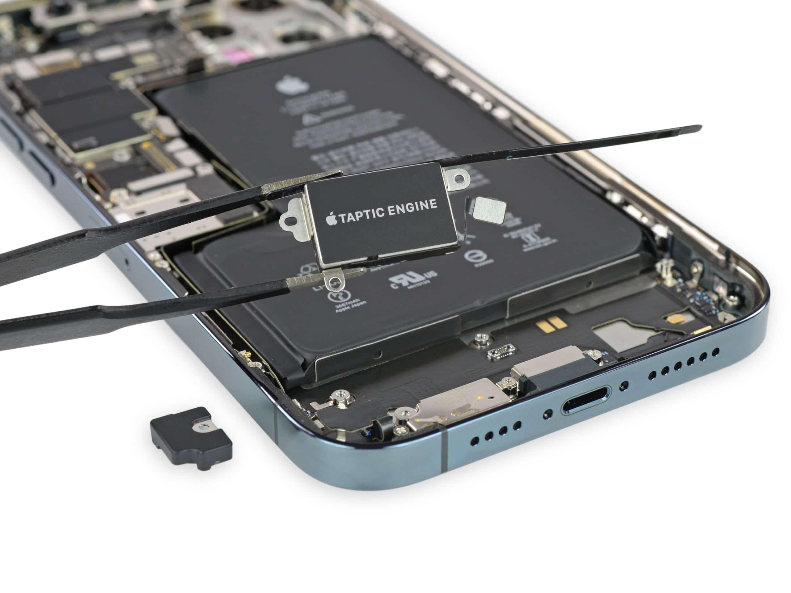 Taptic Engine do iPhone 12 Pro Max (iFixit)