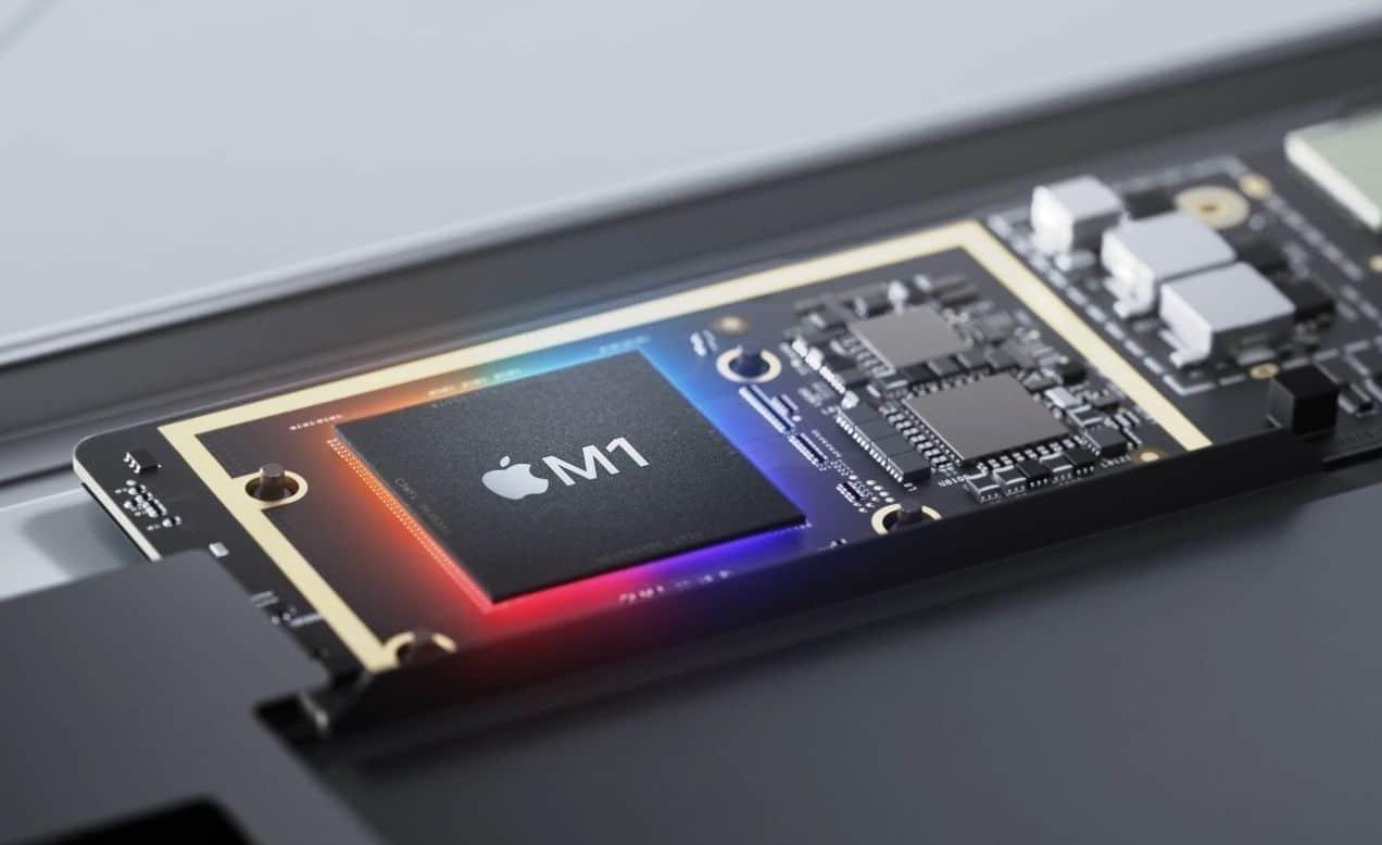 Chip M1 em placa lógica de Mac