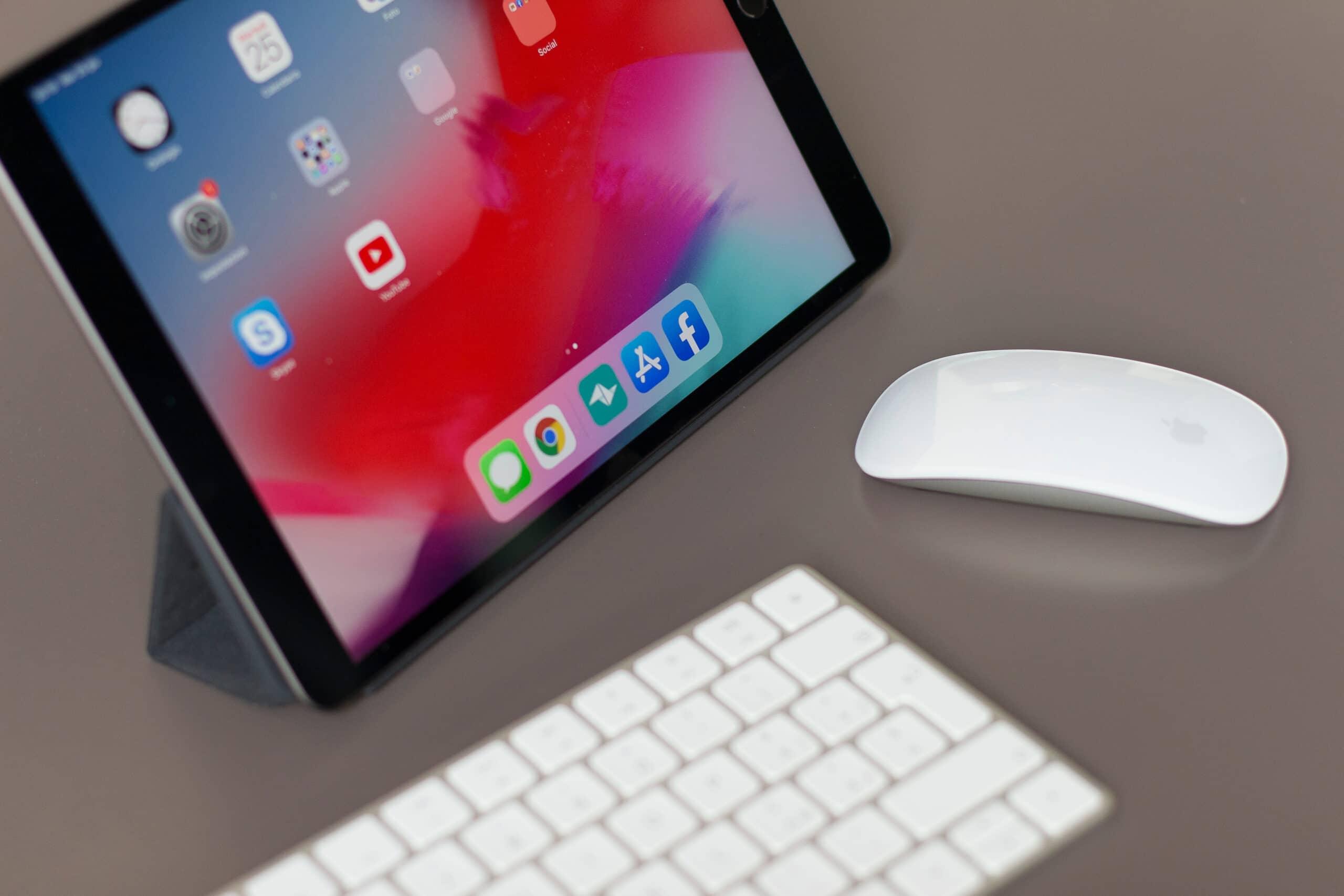 iPad com mouse e teclado