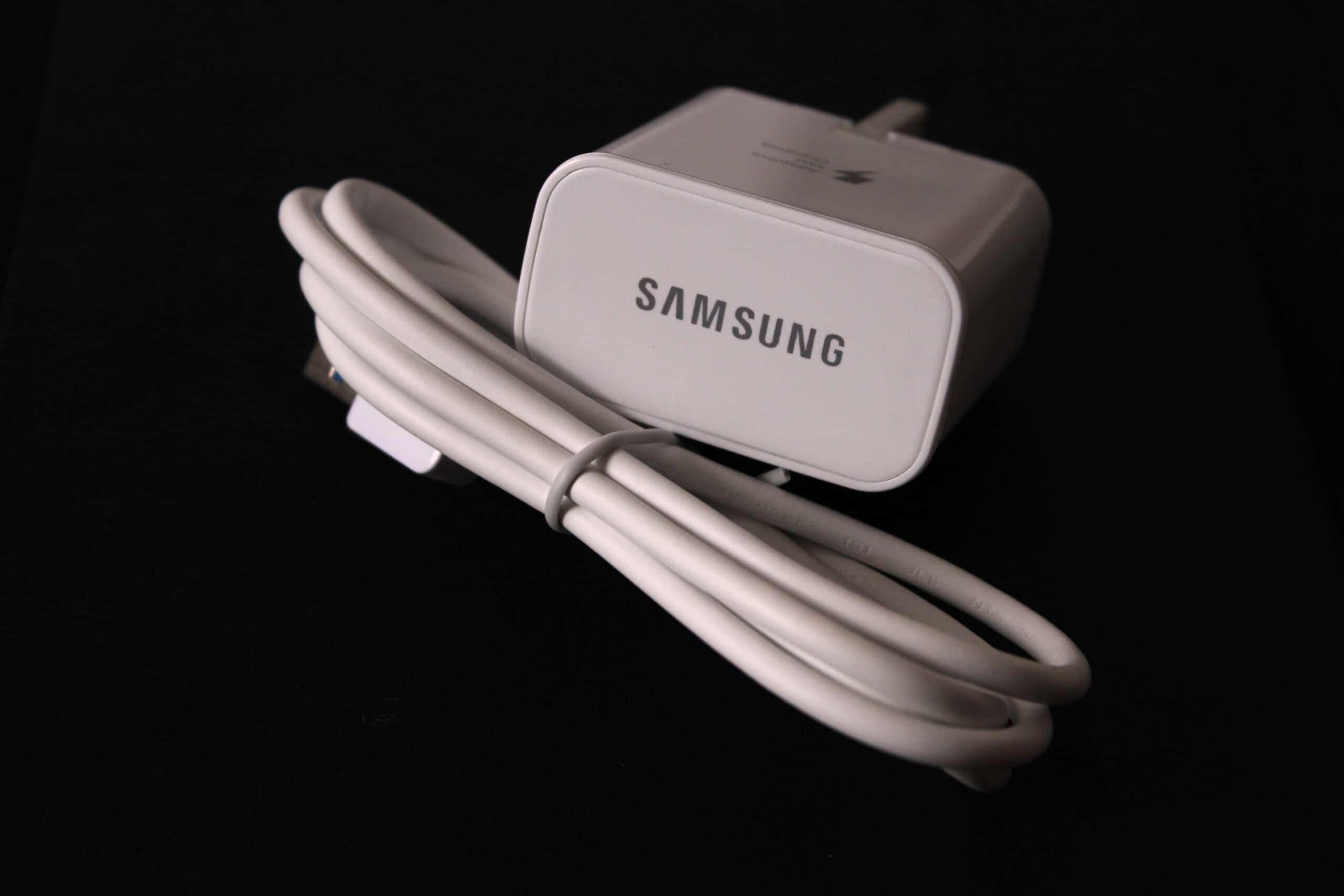 Carregador e cabo USB da Samsung