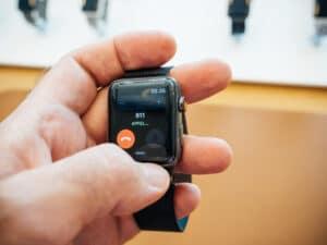 Apple Watch ligando para emergência (911)