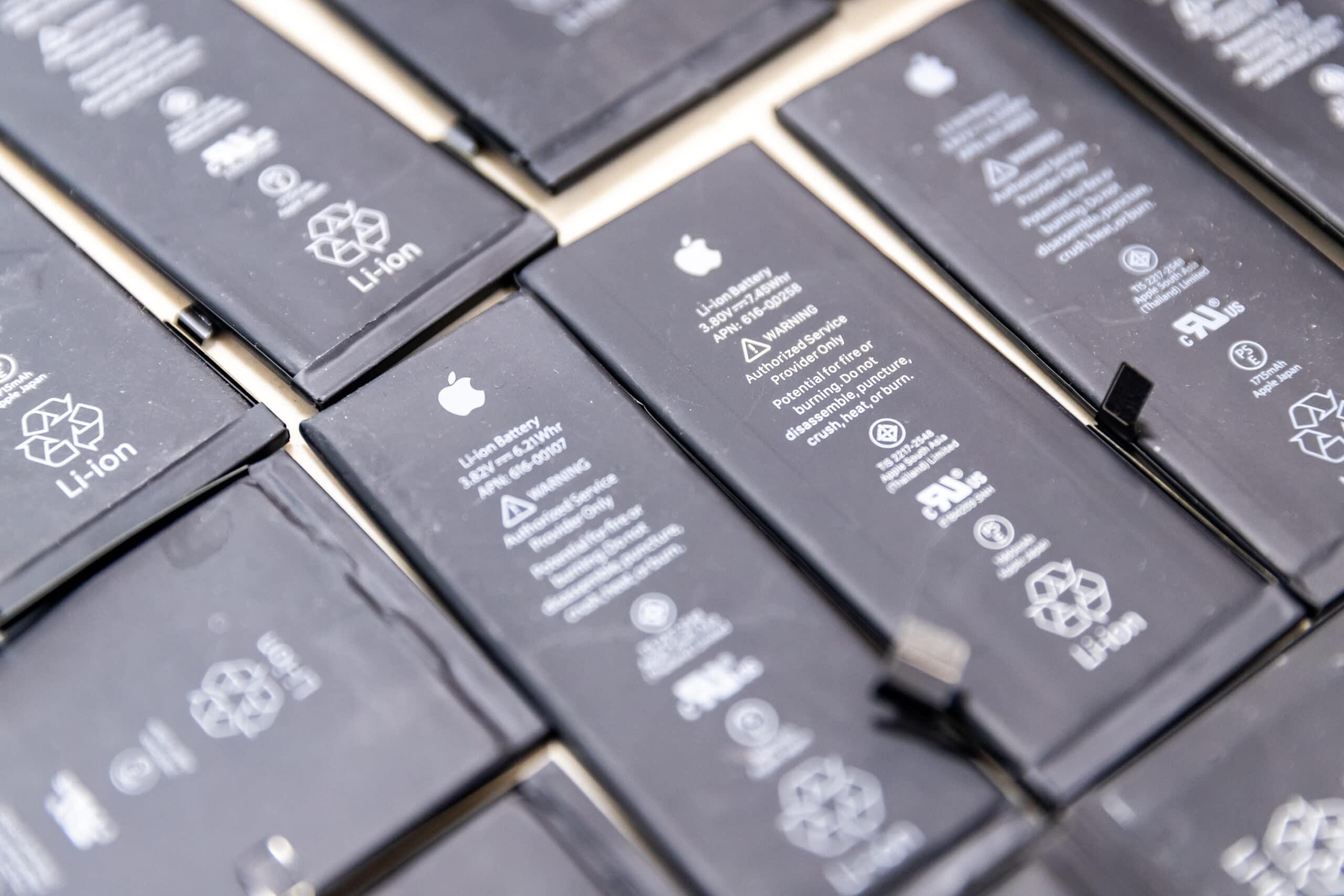 Várias baterias de iPhones