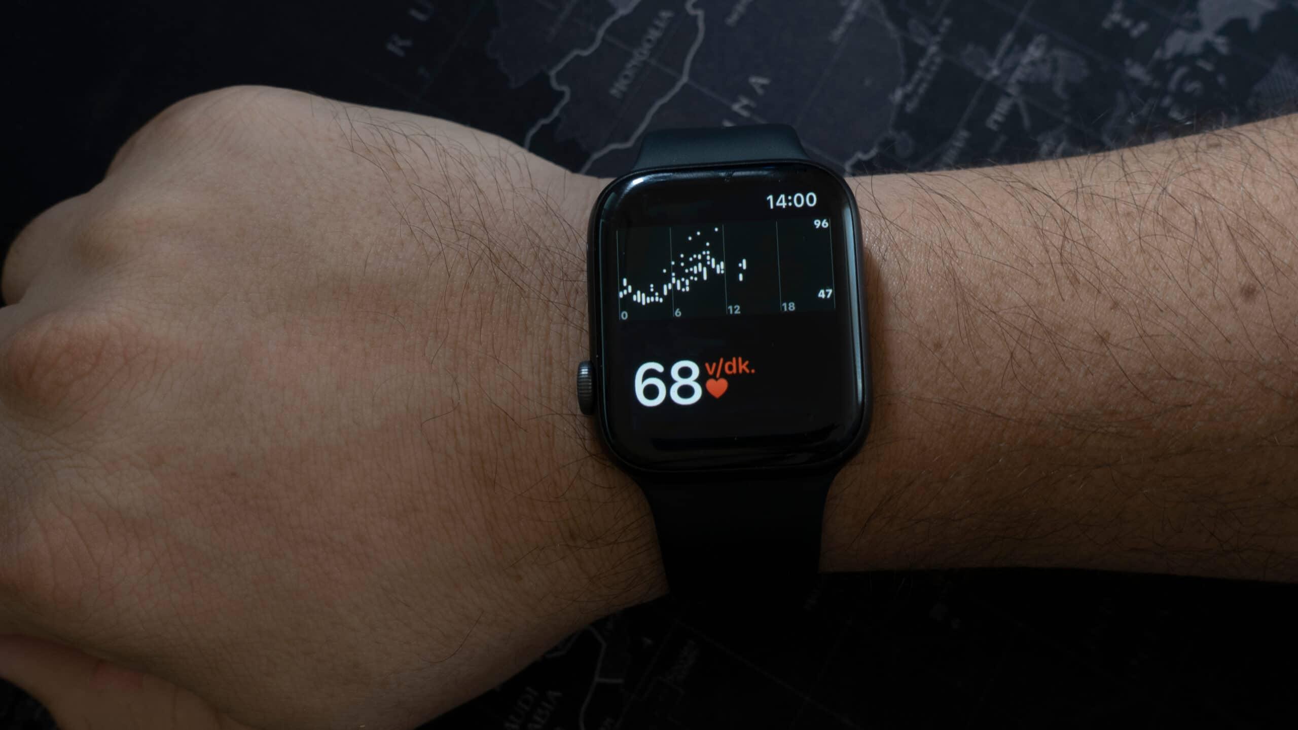 Apple Watch monitorando os batimentos cardíacos