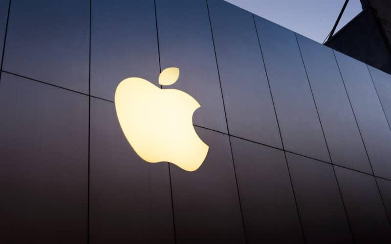 Logo da Apple em loja de San Francisco