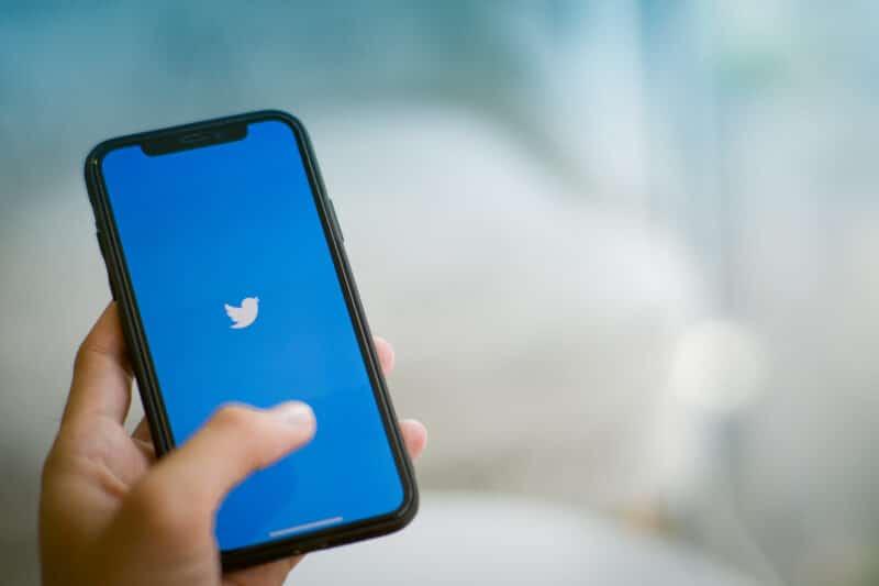 iPhone rodando o Twitter