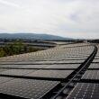 Painéis solares no topo de um pedaço do Apple Park