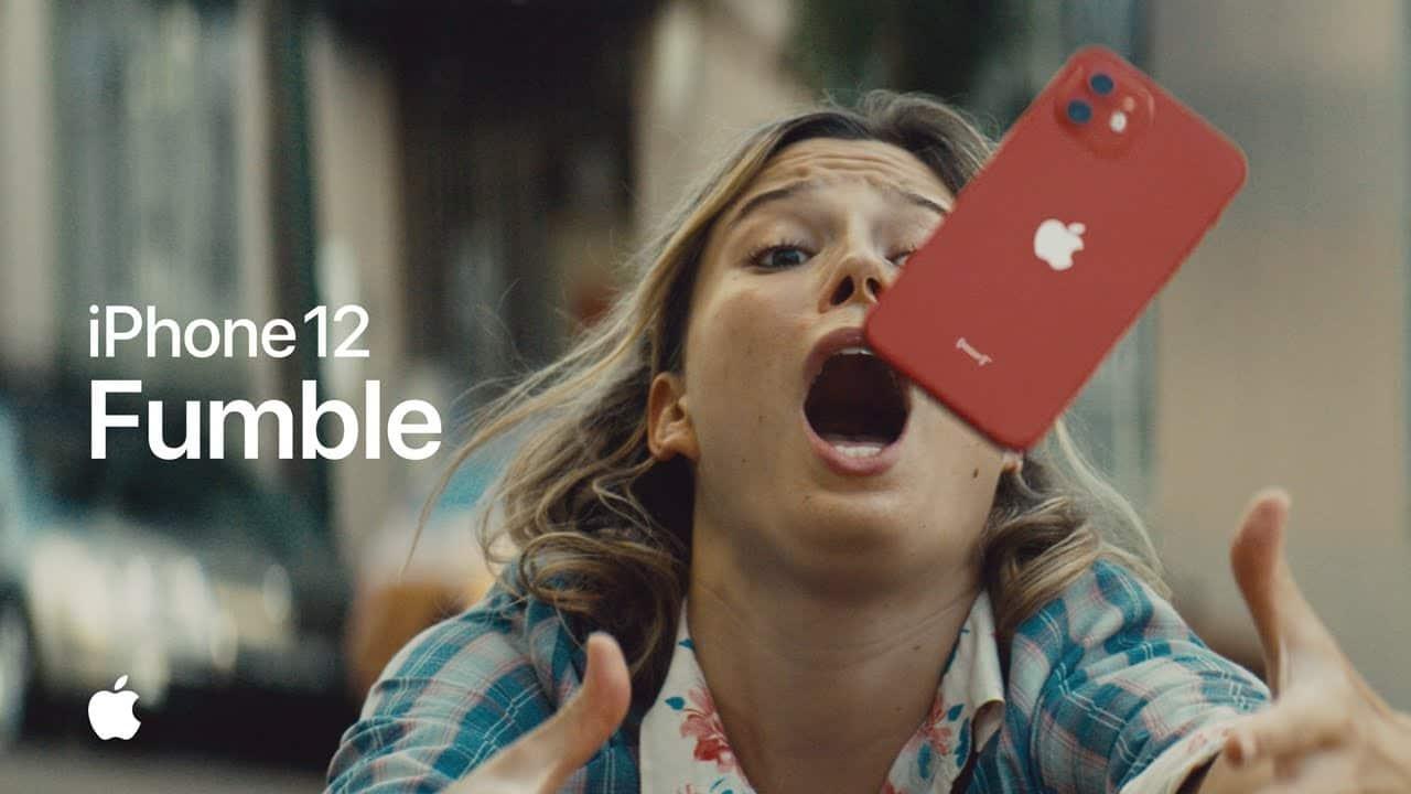 "Comercial do iPhone 12 - ""Fumble"""