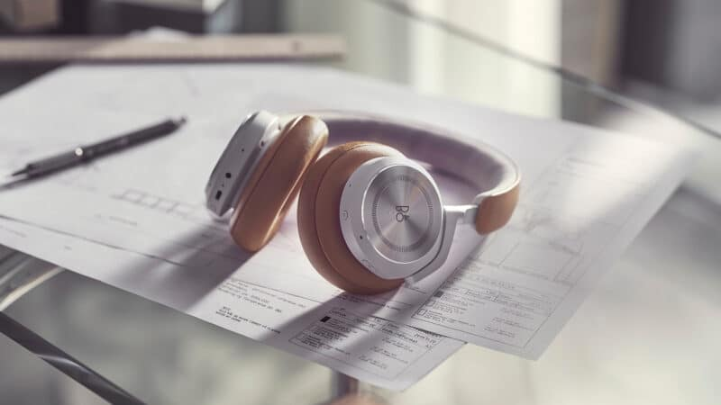 Headphones Beoplay HX, da Bang & Olufsen