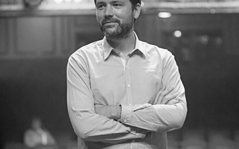 "Benjamin Caron, diretor de ""Sharper"""