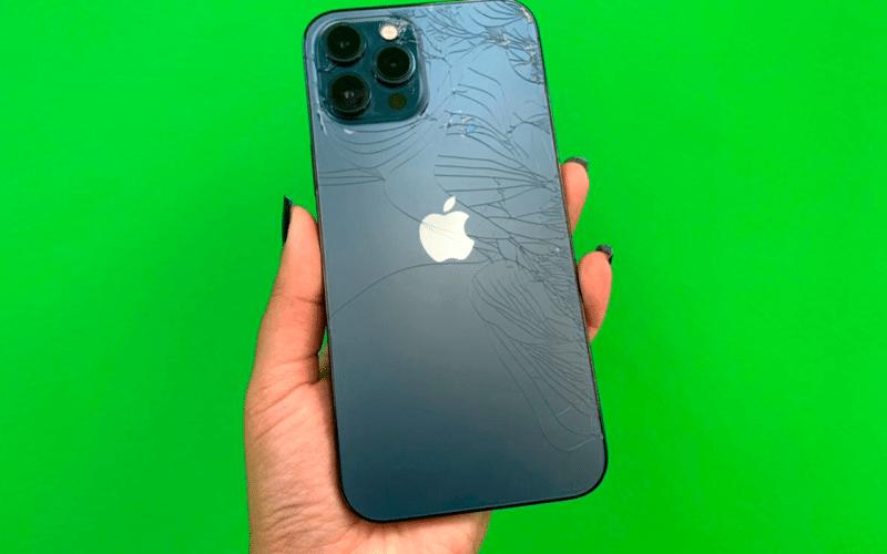 iPhone 12 Pro Max quebrado