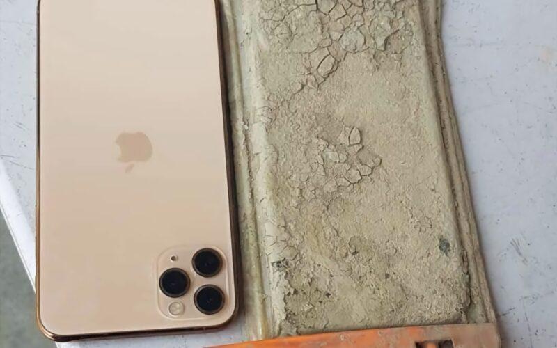 iPhone 11 Pro Max após um ano submerso em lago
