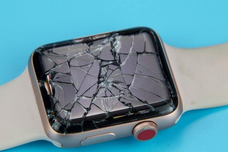 Apple Watch com a tela quebrada