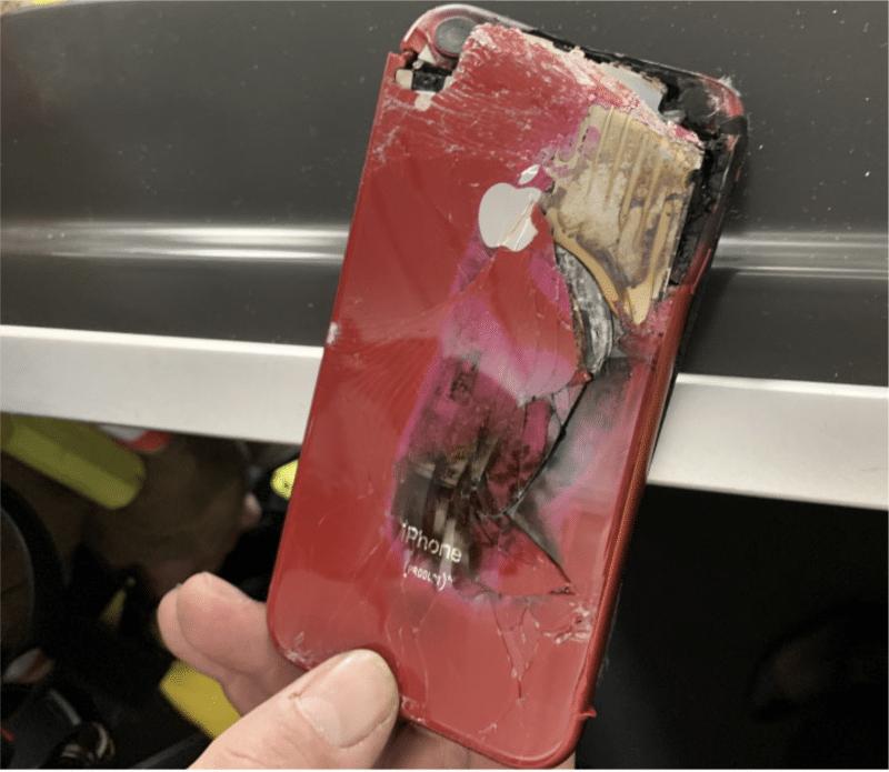 iphone XR que pegou fogo durante um voo