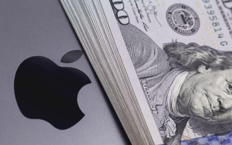 Logo da Apple com dinheiro