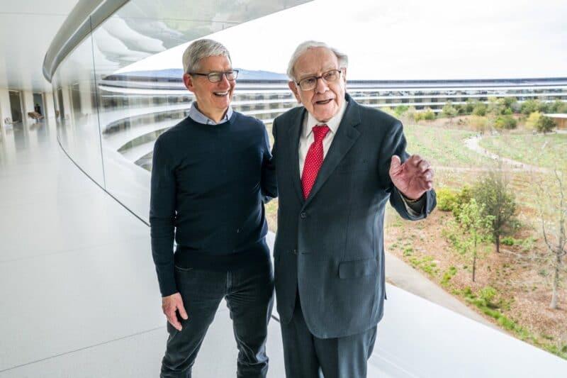 Tim Cook e Warren Buffett