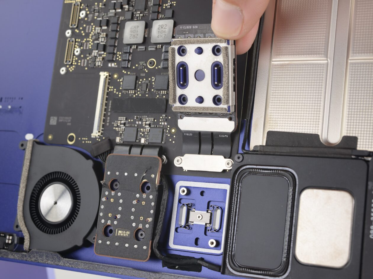 """Desmonte do iMac de 24"""", feito pela iFixit"""