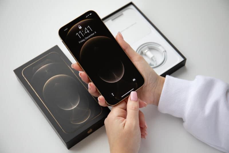 Caixa do iPhone 12 Pro Max