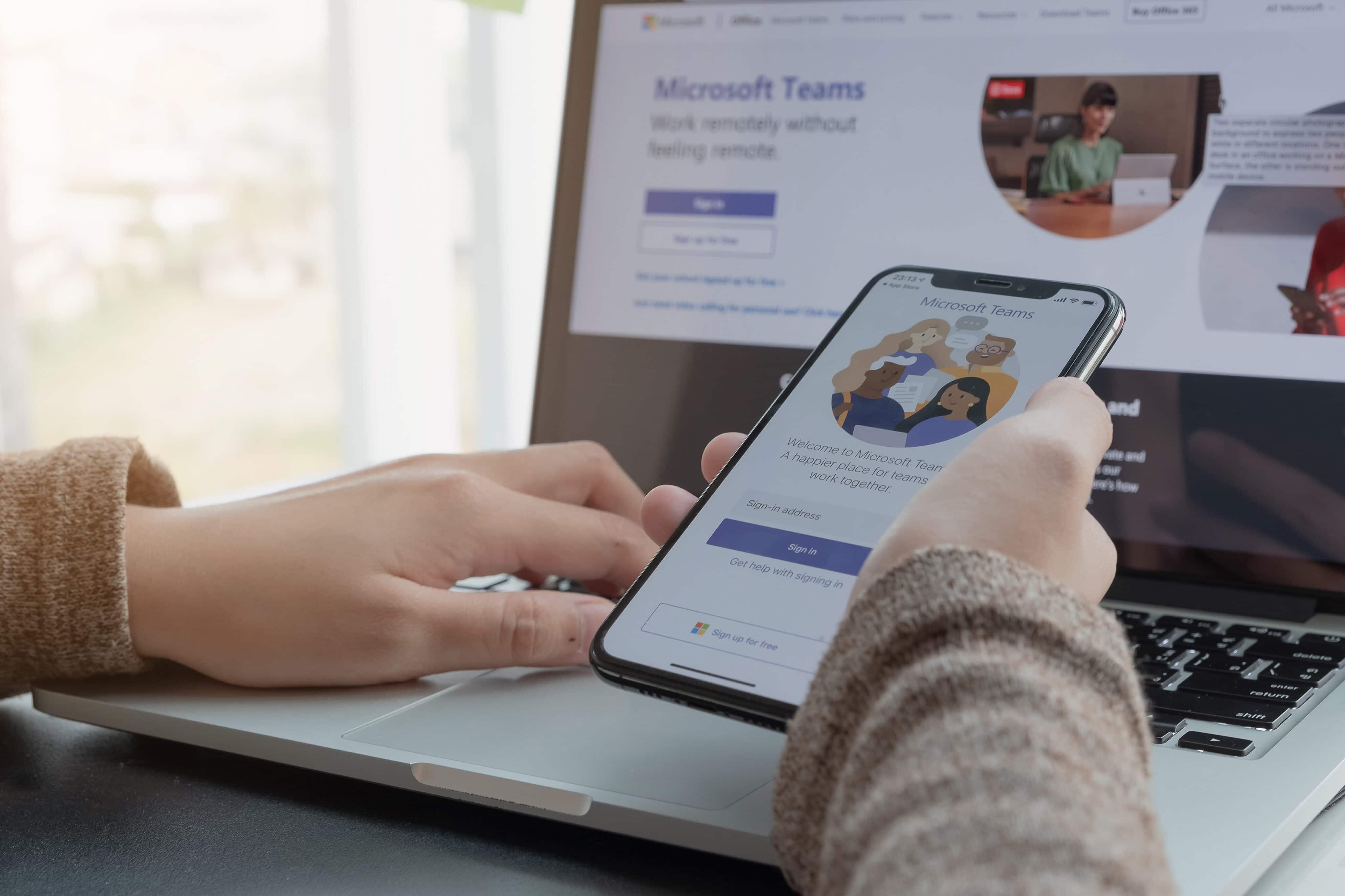 Pessoa trabalhando no Microsoft Teams