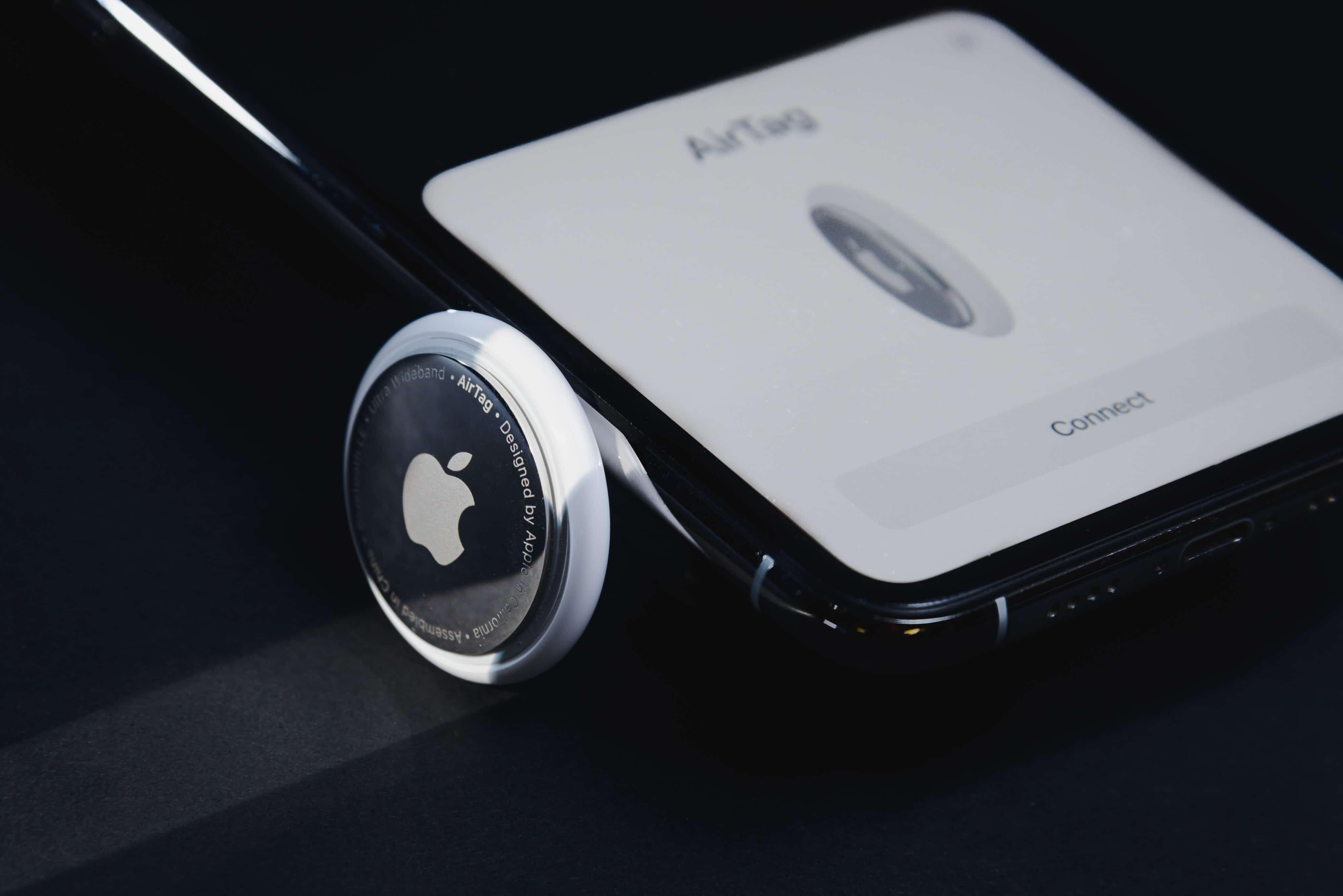 AirTag sendo emparelhado a iPhone