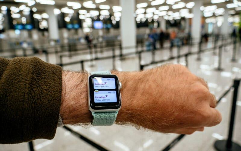 Apple Watch com Wallet em metrô
