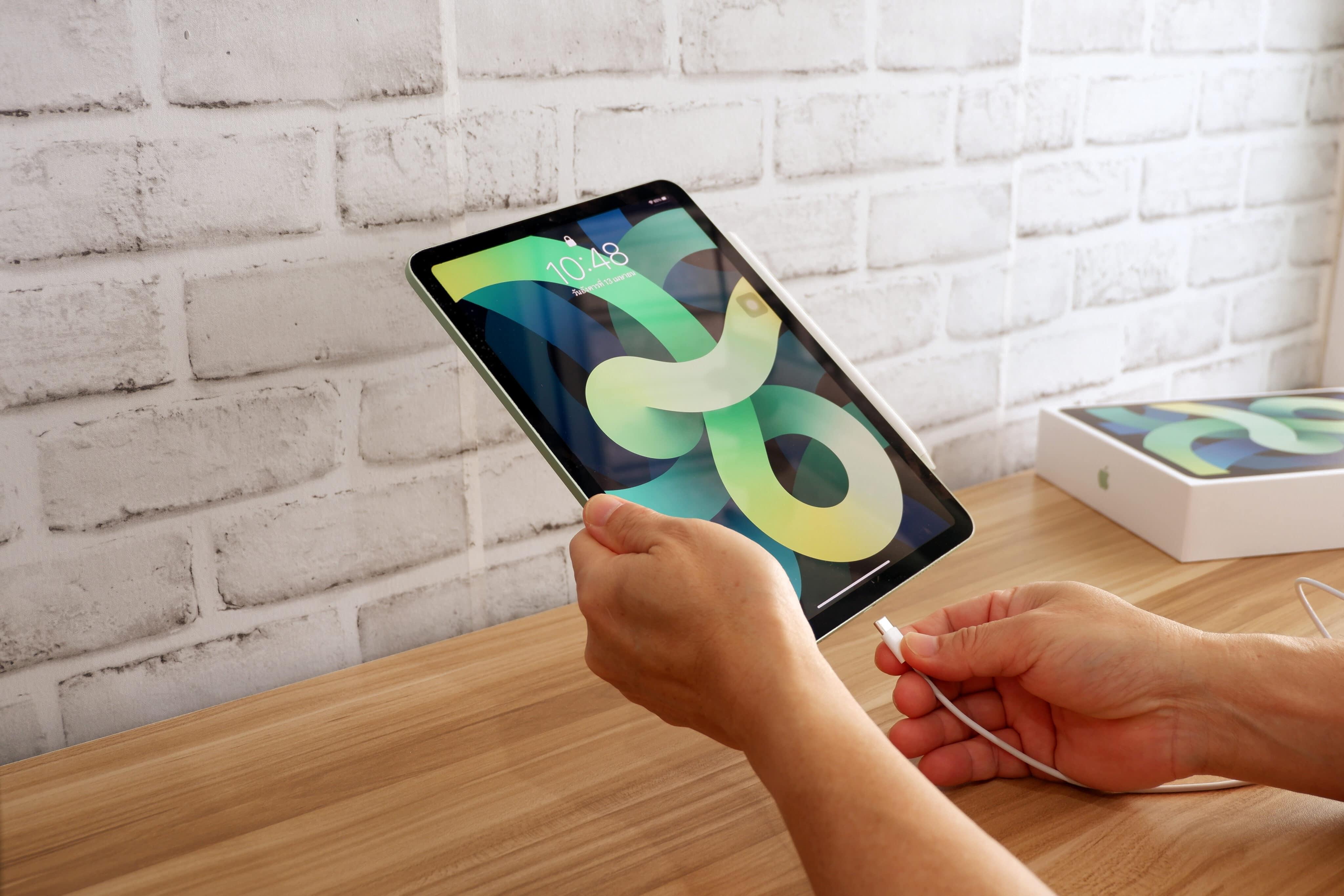 Pessoa usando iPad Air