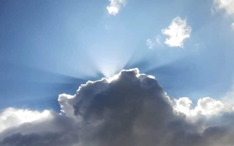 Tempo (nuvens tapando o sol)