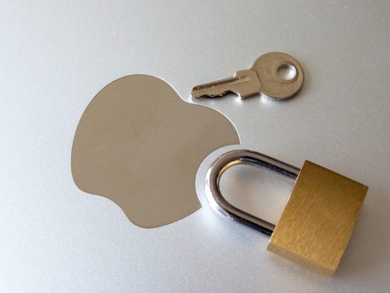 Logo da Apple (maçã) e cadeado com chave