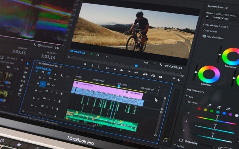 Premiere Pro rodando no MacBook Pro