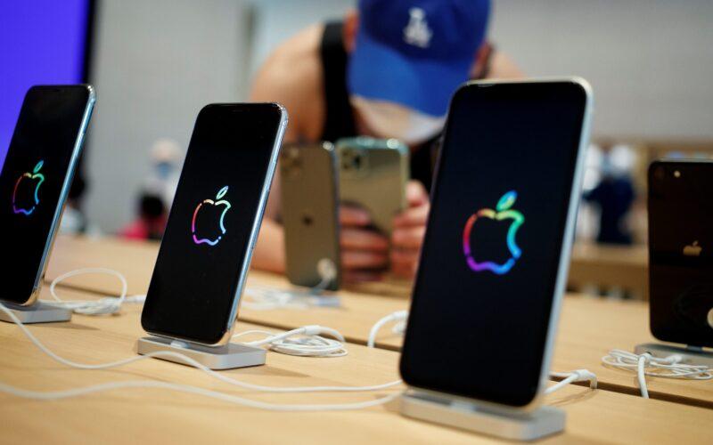 iPhones em uma Apple Store