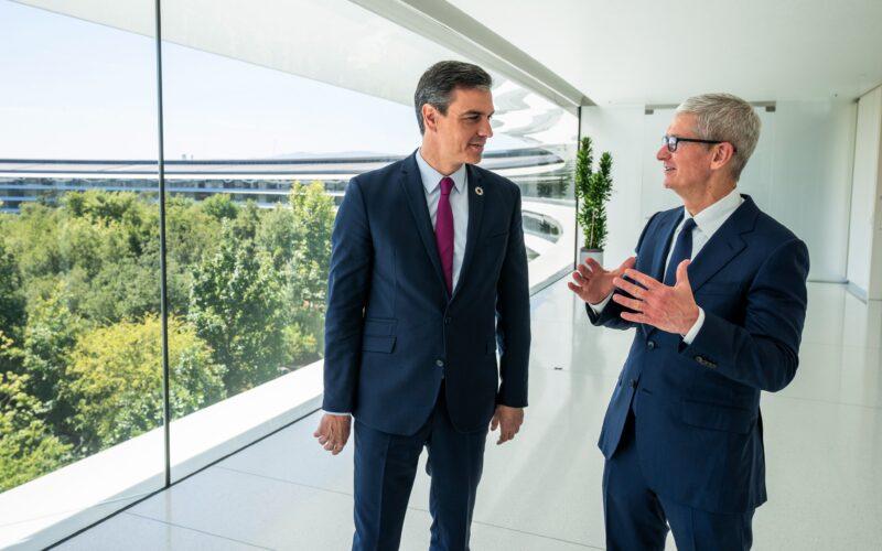 Tim Cook e Pedro Sánchez, primeiro-ministro da Espanha, no Apple Park