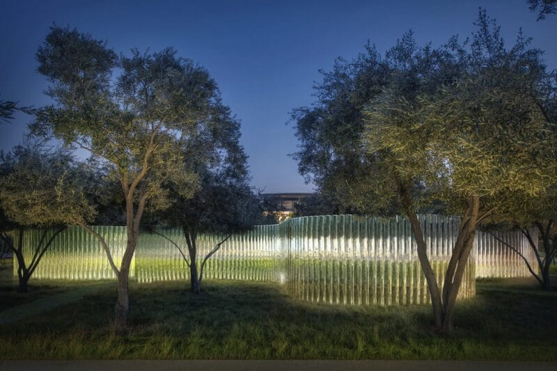"""""""MIrage"""", escultura no Centro de Visitantes do Apple Park"""