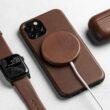 Nomad MagSafe Leather Cover com acessórios
