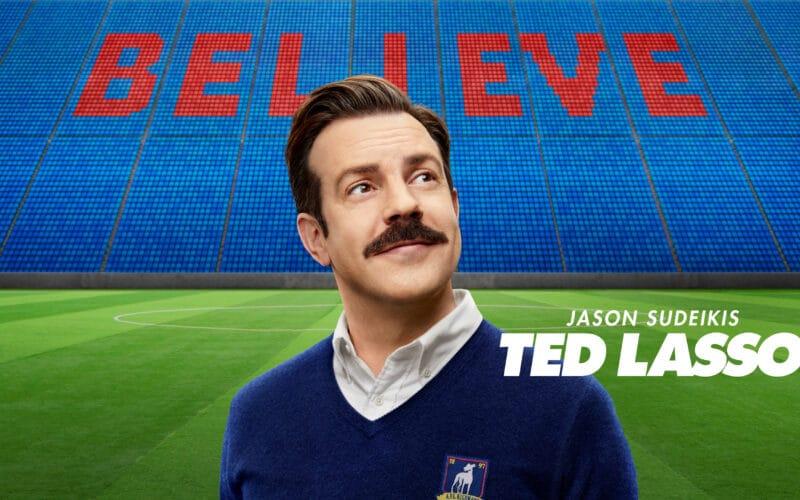 """Jason Sudeikis em banner de """"Ted Lasso"""""""