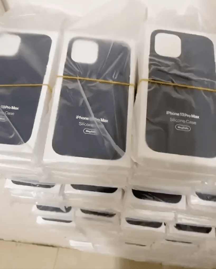 """Supostas caixas de silicone do """"iPhone 13 Pro Max"""""""