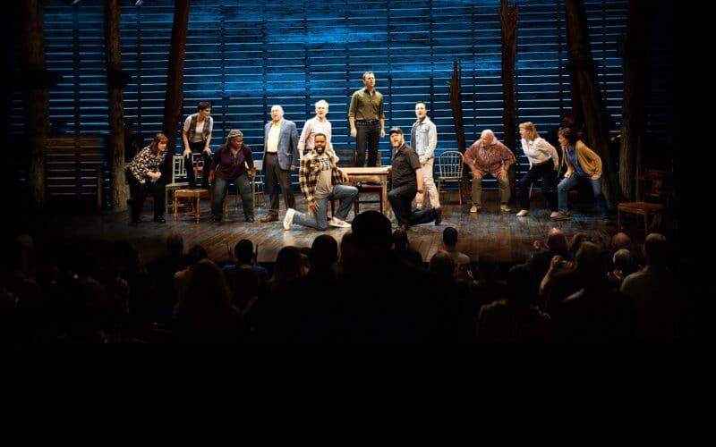 "Musical ""Come From Away: bem-vindos a Gander"", do Apple TV+"