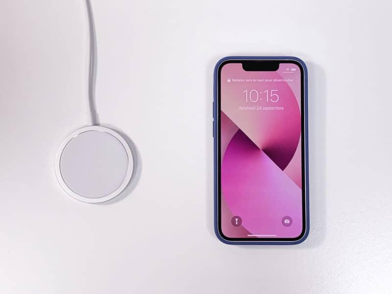 Carregador MagSafe e iPhone 13 mini
