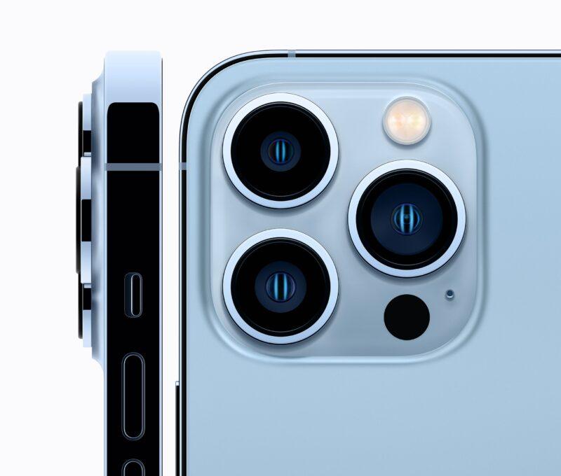 Visão lateral e traseira dos iPhone 13 Pro